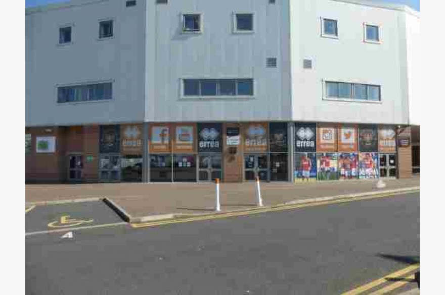 Empty Unit Catering Leasehold To Rent - Image 1
